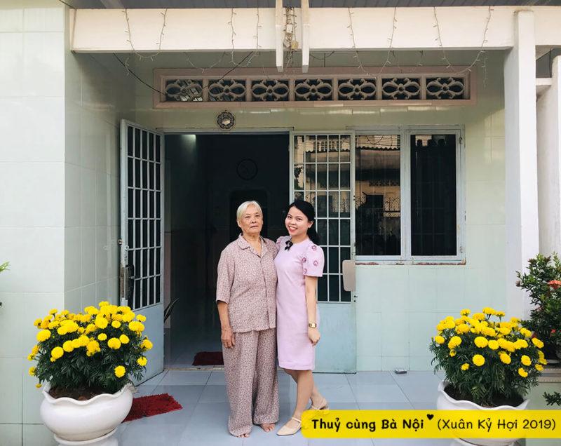 Thuỷ cùng bà nội trong Xuân Kỷ Hợi 2018